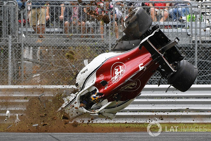 photos l 39 impressionnant accident de marcus ericsson monza. Black Bedroom Furniture Sets. Home Design Ideas