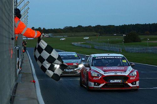 Snetterton BTCC: Jackson wins R3 as title contenders clash