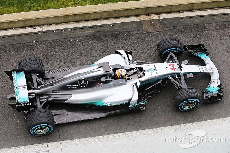 Hamilton rijdt eerste meters met nieuwe Mercedes W08