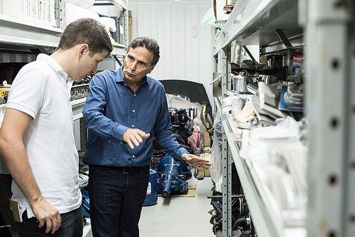 Piquet abre portas da garagem e mostra detalhes de coleção