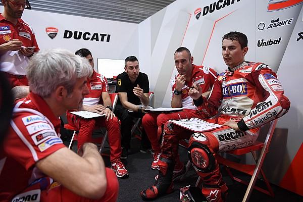 """MotoGP Noticias de última hora Luchinelli: """"Lorenzo está en Ducati solo porque allí gana un dineral"""""""