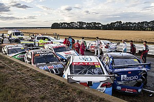 Supercars Breaking news Massive shunt halts Supercars race in Tasmania