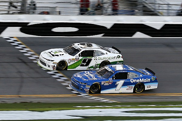 NASCAR XFINITY Новость Финиш NASCAR был таким плотным, что победителя определил фотофиниш
