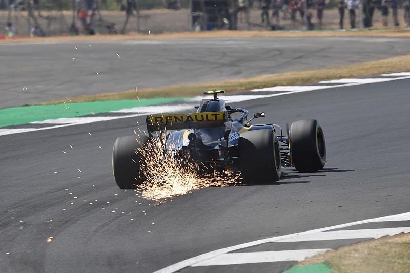 Sainz avverte i piloti di MotoGP: il nuovo asfalto di Silverstone forse è più sconnesso di prima