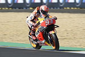 MotoGP Отчет о тренировке Маркес стал лучшим на разминке в Ле-Мане, Зарко столкнулся с Люти