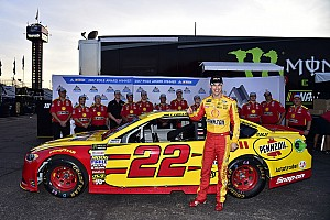 NASCAR Cup Qualifying report Logano edges Blaney for pole in Ford 1-2 at Phoenix
