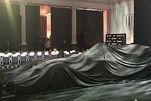 Renault R.S.17: cosa si nasconde sotto al telo?