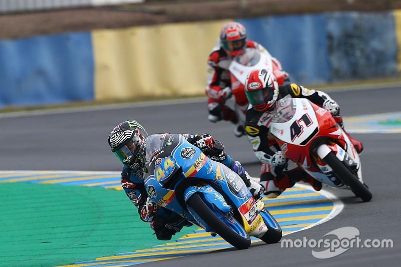 Завал в Moto3: больше половины гонщиков упали в одном повороте
