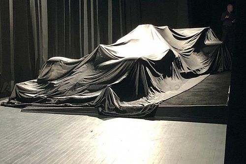Сегодня нам покажут новый болид Mercedes и машину, на которой в Формулу 1 вернется Алонсо