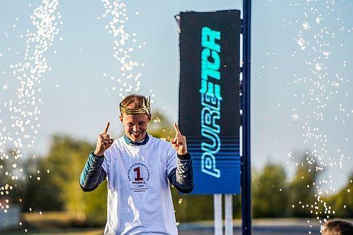 Ekstrom elogia al equipo Cupra Racing tras ganar el título del ETCR