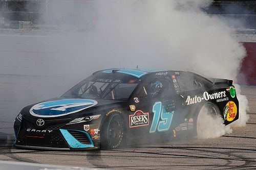 Darlington NASCAR: Truex takes dominant third win over Larson