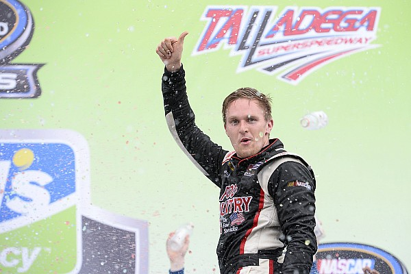 NASCAR Truck Relato da corrida Kligerman usa agressividade e vence em Talladega