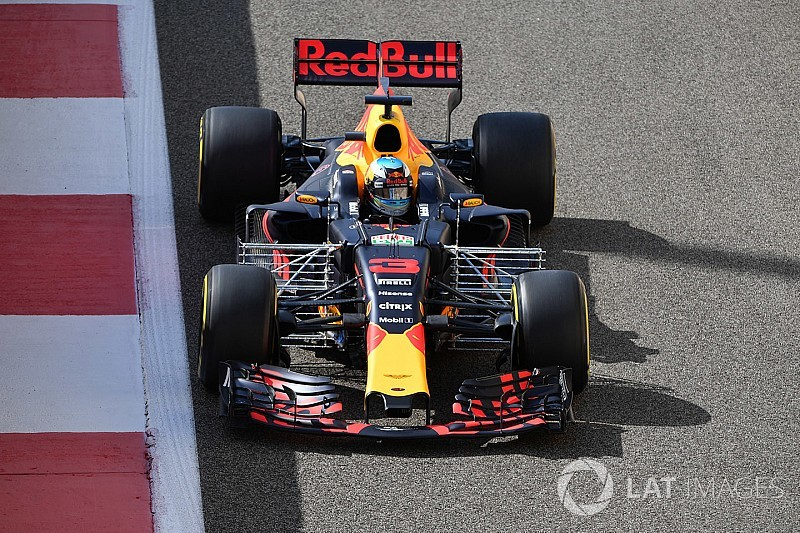 "F1's three-engine rule ""absolutely barking mad"" - Horner"