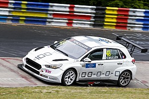 WTCR Motorsport.com hírek Muller nyerte az első futamot a Nordschleifén, Michelisz lecsúszott a dobogóról