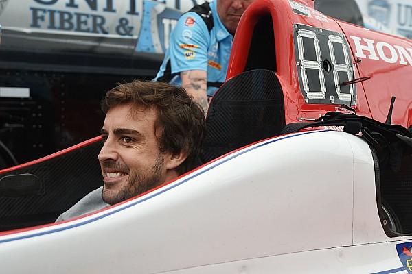 Смотрины. Первый день Алонсо в IndyCar в фотографиях