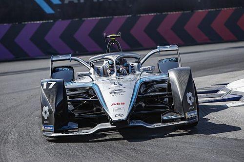 Diriyah E-Prix: De Vries takes dominant pole for Mercedes