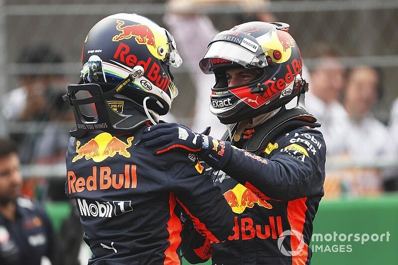 Red Bull ilk virajda arkadaki sürücüleri engelleyebilir
