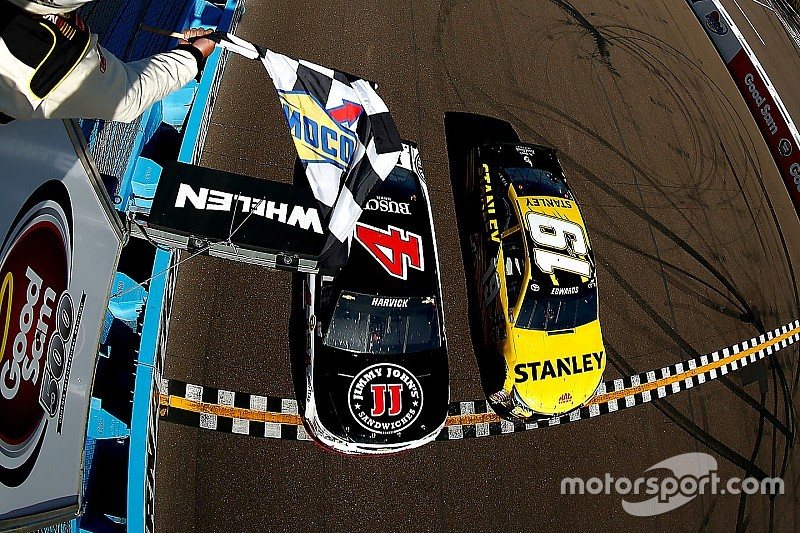 Foto-Finish in Phoenix: Kevin Harvick bezwingt Carl Edwards