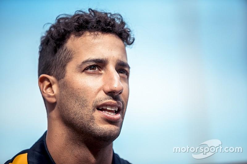 Red Bull займется контрактом Риккардо после решения вопроса о моторах