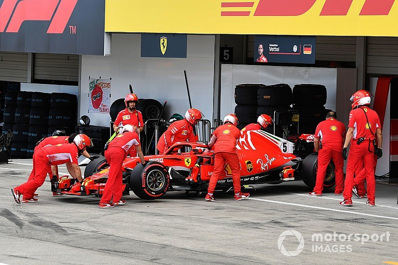 Hamilton Vettel'in şampiyonluk savaşından uzaklaşmasını beklemiyormuş