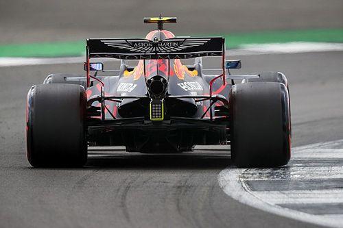 Ennyivel volt lassabb Albon Verstappennél Silverstone-ban: videós összehasonlítás
