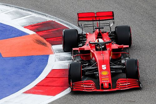 Vettel: Azért hagytak kint, hogy lassítsam a Renault-kat…