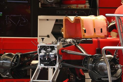 Ferrari: ecco la protezione delle gambe nella scocca