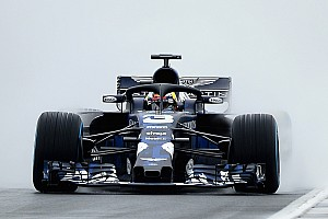 Ricciardo protagonizó el primer accidente del RB14