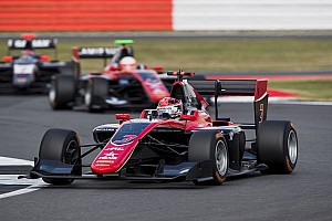 GP3 Reporte de la carrera George Russell vence en la carrera 1 en Silverstone