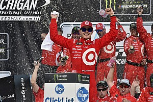 NASCAR Cup Race report Larson earns third straight Michigan win with stunning late-race pass