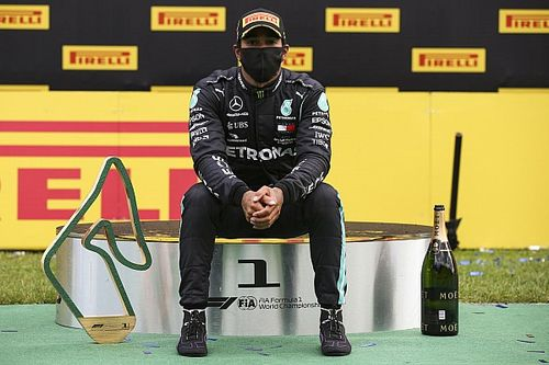 Хэмилтон упрекнул Ferrari в отказе бороться с расизмом