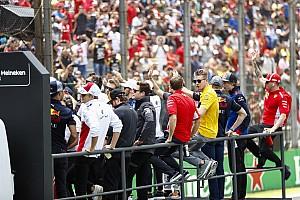 Vídeo: Ricciardo 'trollea' a Mercedes y Alonso recibe una curiosa