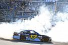 NASCAR Cup Стенхаус одержал первую победу в NASCAR Cup в гонке с массовой аварией