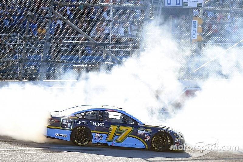 Stenhouse, son tur atağıyla NASCAR'da ilk zaferini kazandı