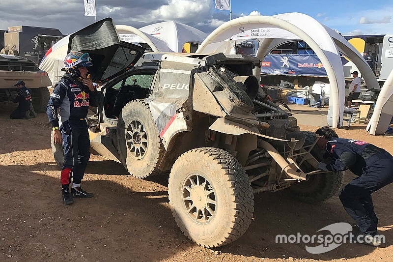 """Sainz explains crash: """"I was pushing to recover lost time"""""""