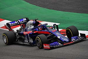 Kvyat beats Raikkonen to top third day of F1 test