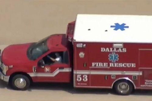 Két órán át üldöztek a dallasi rendőrök egy lopott mentőautót