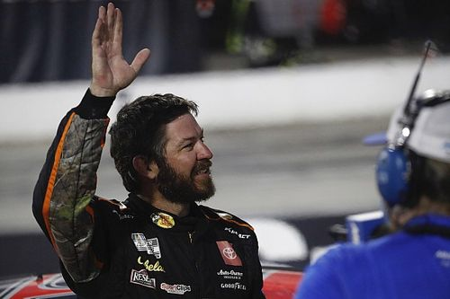 Truex z pole position