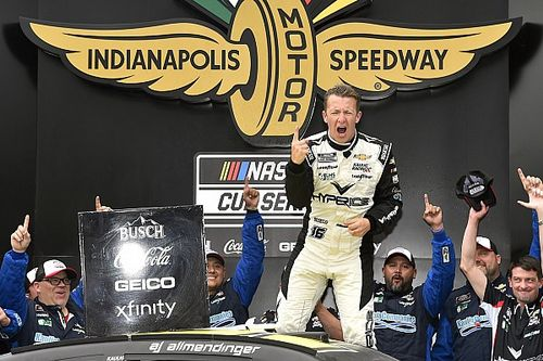 NASCAR Indianapolis-Rundkurs: A.J. Allmendinger siegt bei Randstein-Chaos