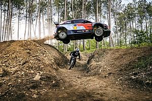 Vídeo: el sorprendente duelo de una mountain bike contra el WRC de Sordo