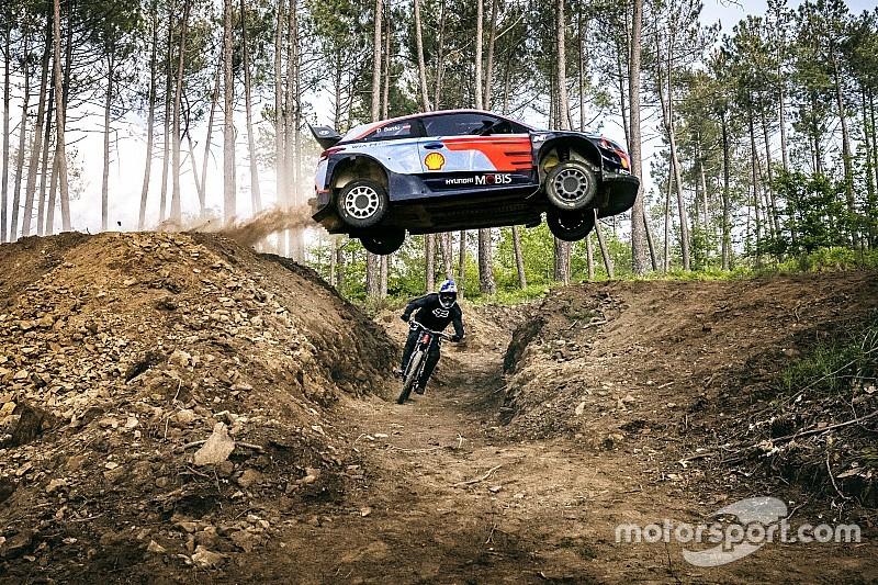 VIDEO: el reto entre una mountain bike y un WRC
