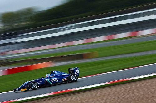 Billy Monger torna a Donington a un anno dall'incidente, firma la sua prima pole e sfiora il podio in Gara 1