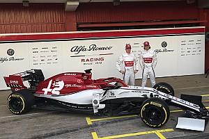 """Alfa Romeo показала """"призову"""" ліврею — теж без """"камуфляжу"""""""