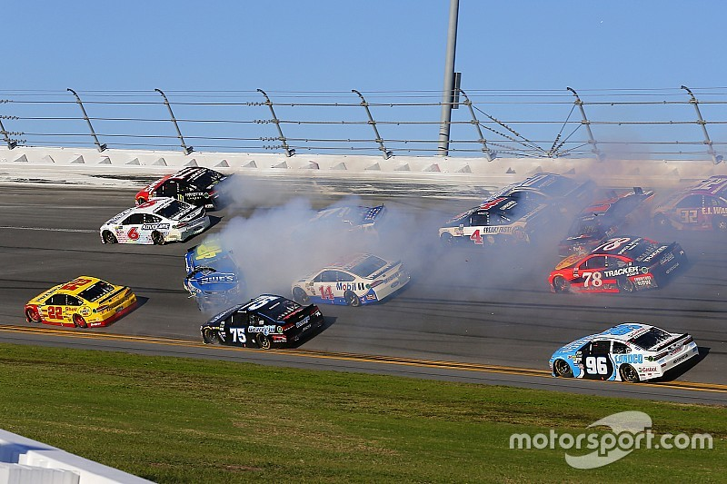 VIDEO: Big one en la tercera etapa de Daytona 500