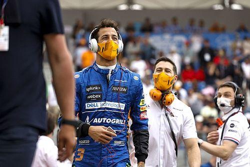 Peringati Kolaborasi 25 Tahun, Sparco Beri Race Suit Ringan untuk McLaren