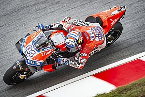 Fantasztikus versenyen végül Dovizioso tudott nyerni Valenciában, Rossi 5 körrel a vége előtt csúszott ki!