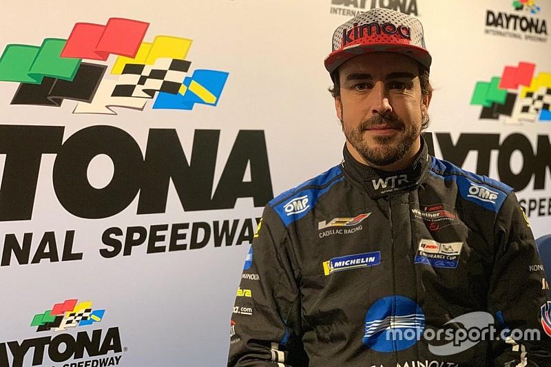 Alonso letérdelt csapattársa előtt Daytonában (videó)