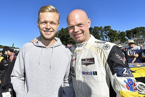 Magnussen should not give up on F1 dream, says father Jan