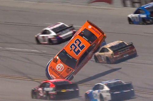 NASCAR: Logano voa em acidente durante prova em Talladega
