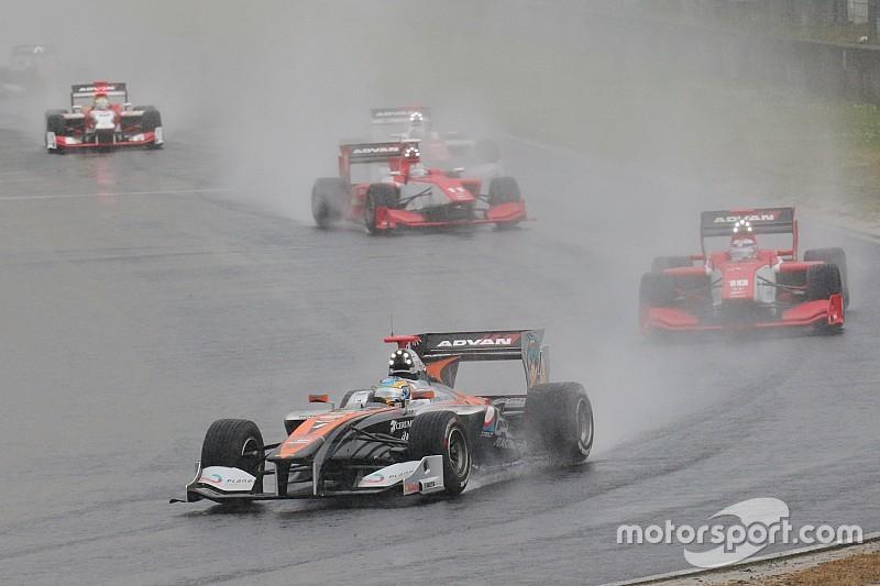 SF第2戦岡山決勝は雨脚強くSCランのみ8周で終了。石浦今季初勝利
